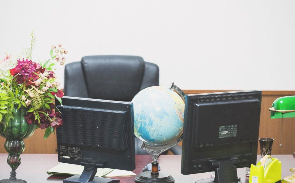 社長室の椅子