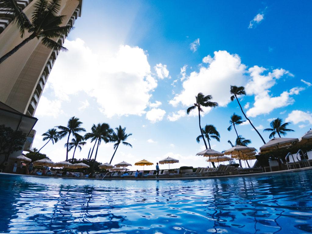 ハワイのホテルにあるプール