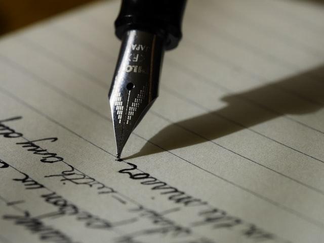 万年筆で執筆