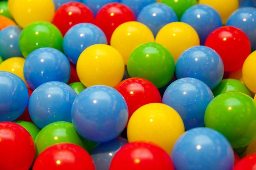 カラフルなボールでいっぱい