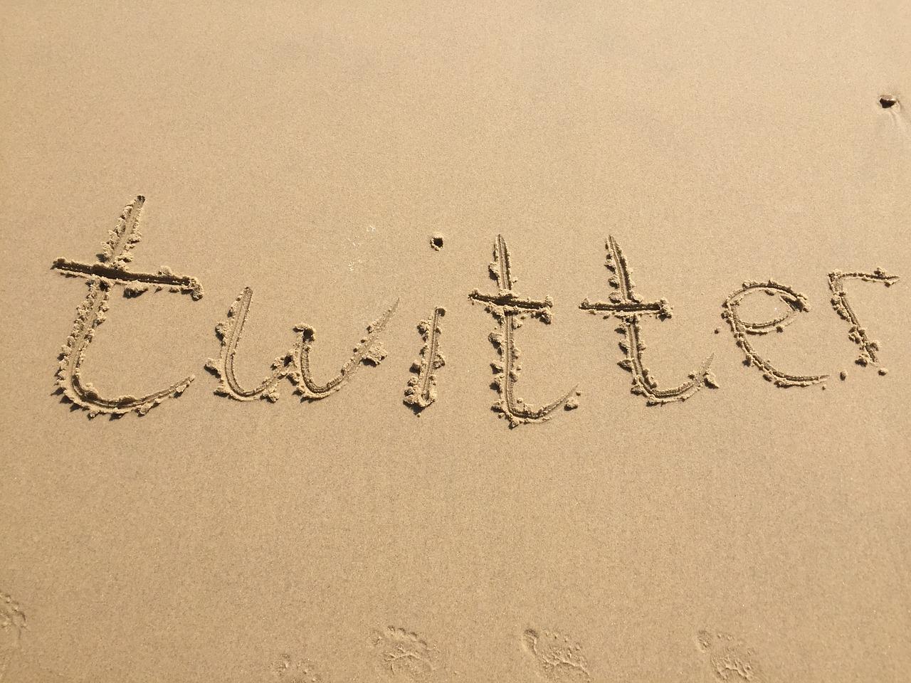 砂で書いたTwitterの文字
