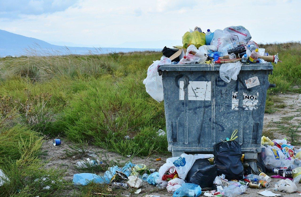断捨離してゴミ捨て場へ