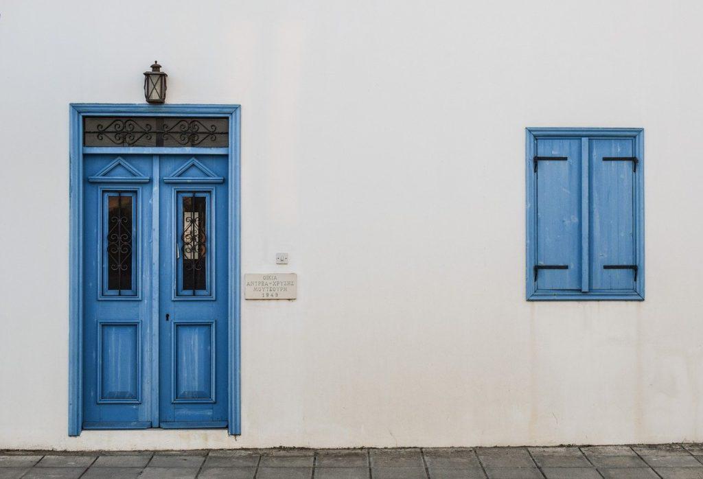 きれいに塗られた白壁