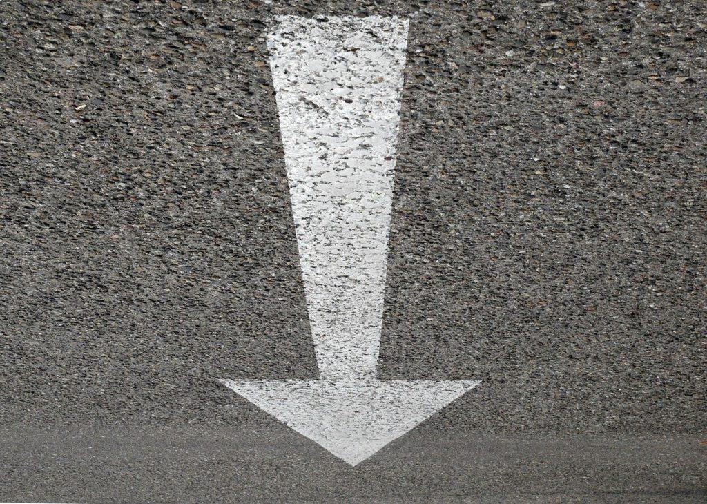 下向きの矢印