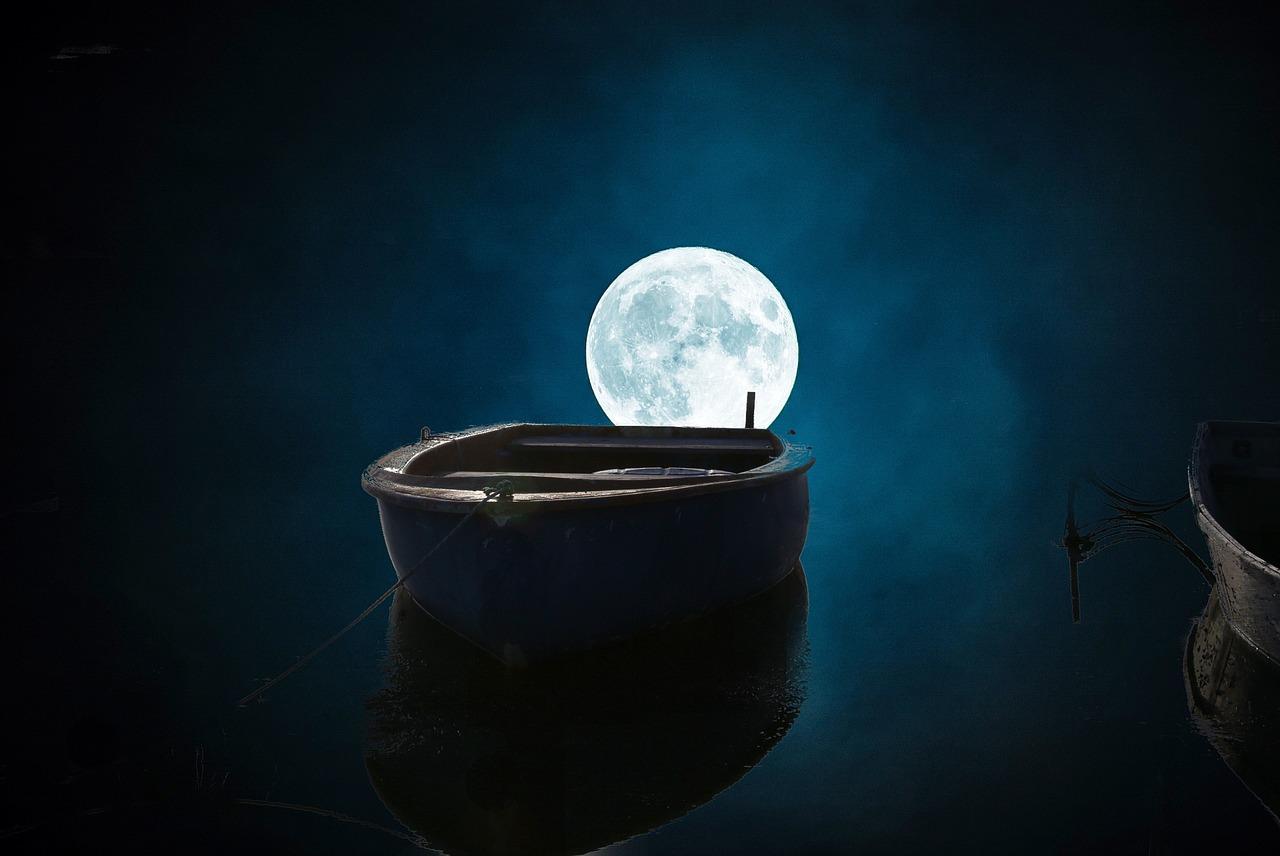 闇夜に浮かぶ船と月