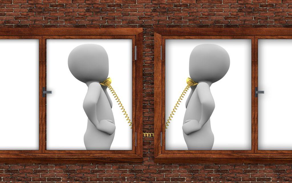 電話する人たち