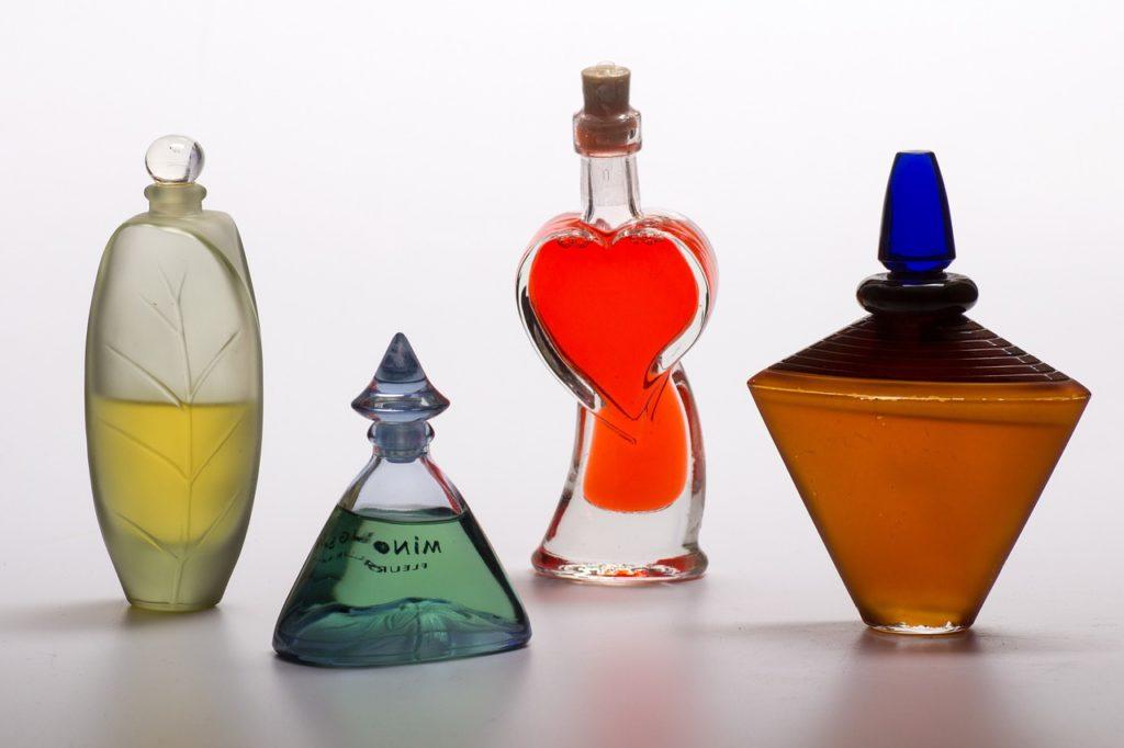 色んなボトルに入った香水