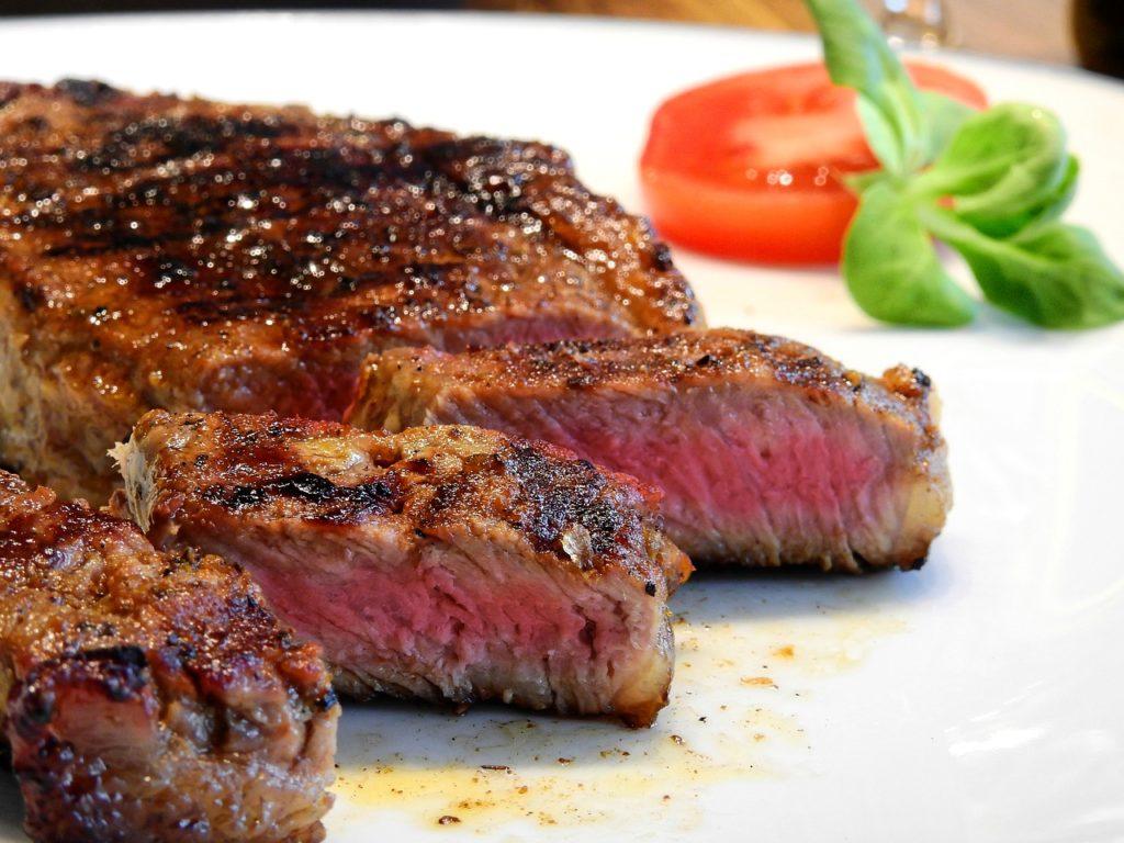 赤身肉のステーキ